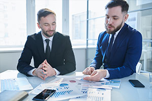 Smart HR and employee going over FLSA compliance audit